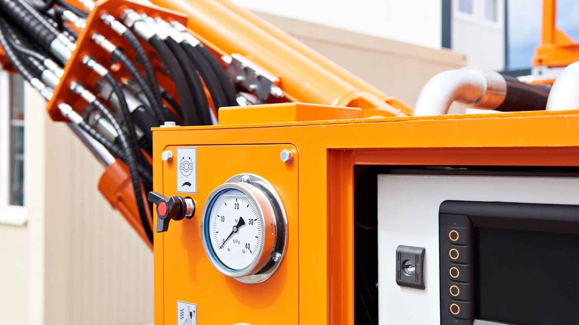 hydraulik anschlüsse und kontrolleinheit