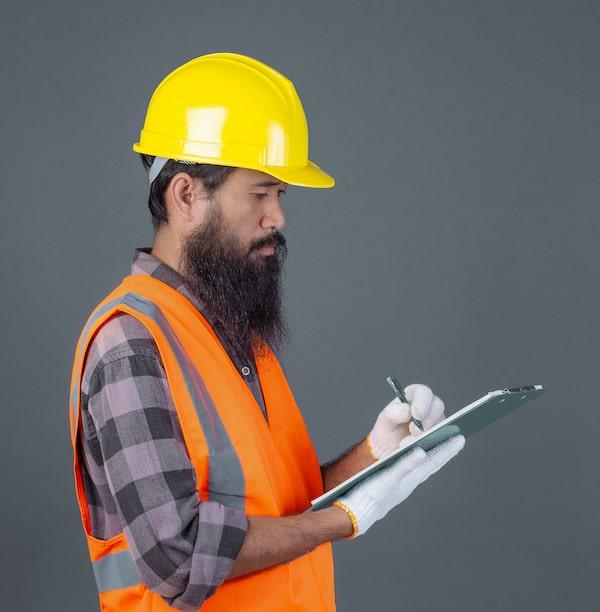 prüfender mitarbeiter
